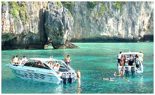 koh phi phi boat Top Tours To Do While Visiting Phuket