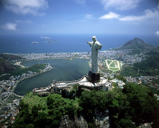 new old 7 wonders christ redeemer rio janeiro brazil 18303 600x4501 The New Seven Wonders Of The World